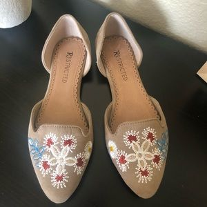 Restricted pointed toe embroidered flats EUC 7.5